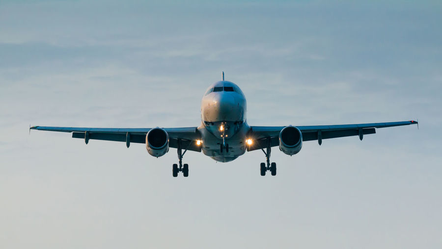 Aircraft Airplane Flying Landing Landing Gear Landing Plane Low Angle View Mode Of Transport Plane Travel By Plane