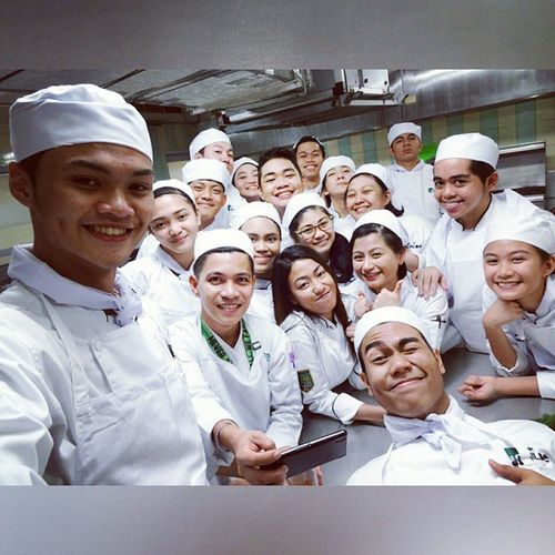 Today's post-lab Oscarselfie 📷 . . . Chemlab HFH14A Benilde ID114 wefie kitchenboss themanansala sonylensG