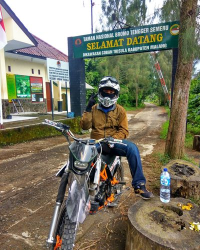 petualangan? mengapa tidak Motorcycle Adventure Architecture Building Exterior Built Structure Day Front View Full Length Helmet Leisure Activity Lifestyles Men Motocross Nature One Person Outdoors Real People Ride Riding Sign Sitting Text