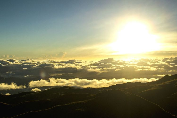 Sunrise @ Mt. Pulag. Sunrise Sunlight Nature Sky Landscape Scenics Idyllic Tranquility Sunbeam Outdoors Mountain Cloud - Sky Cold Temperature Day Beauty In Nature Mountains Sunrise_Collection Sunrise And Clouds Philippines Pinoymountaineer Hiking Pinoy Mountaineer Eyeem Philippines EyeEmNewHere The Great Outdoors - 2017 EyeEm Awards