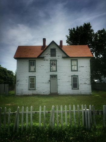 American dream deferred... House Building Exterior Built Structure Countryside Landscape Abandoned Places Getty Images Rural Scene Abandoned House Moodphotography Mood Captures Picket Fence Low Angle View Rural Exploration Oldhouselove Oldhouse BeautifulHouses Nothingisordinary