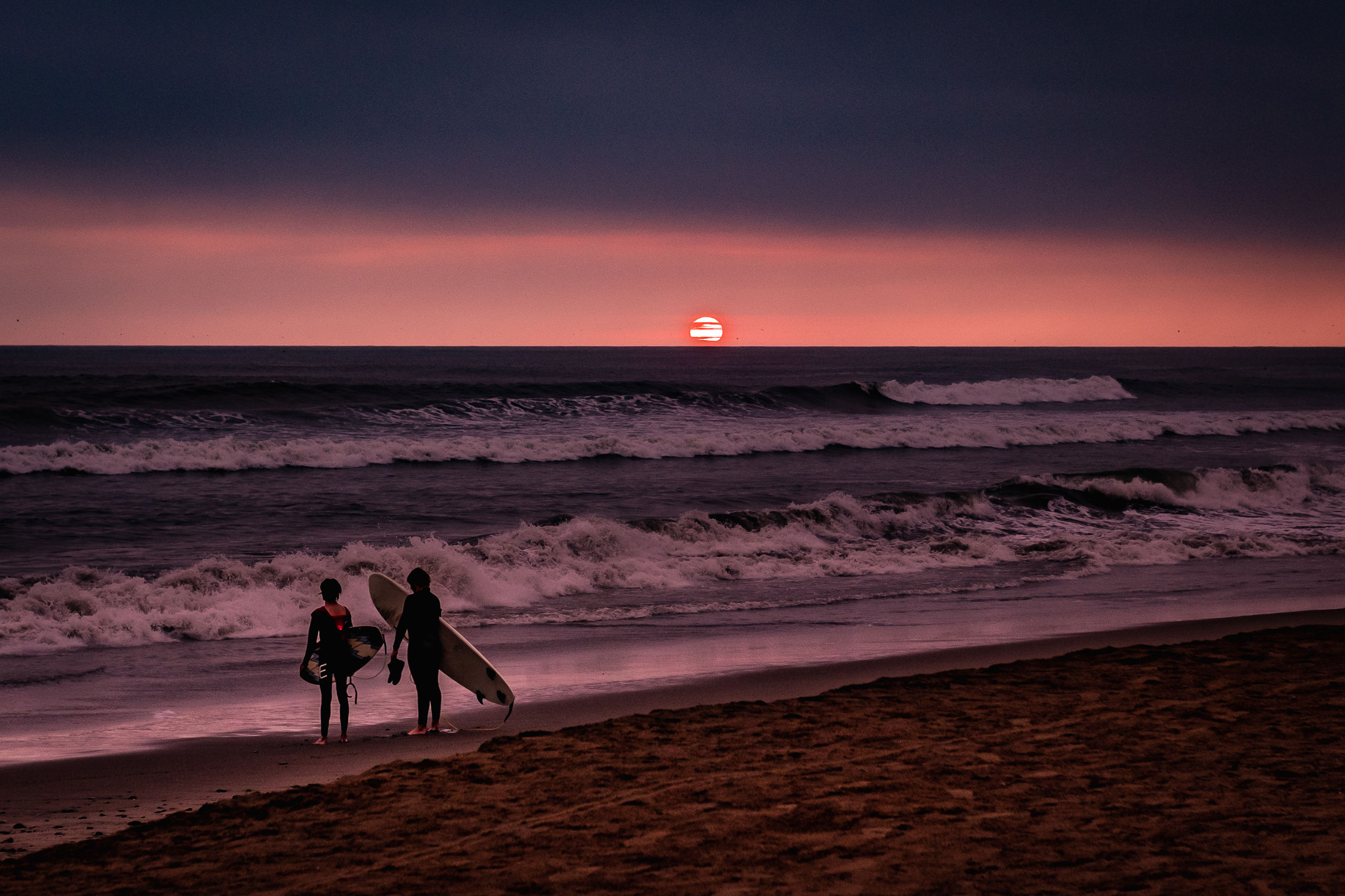 sky, sea, beach, land, water, sunset, scenics - nature, beauty in nature, horizon, horizon over water, real people, two people, orange color, lifestyles, cloud - sky, togetherness, silhouette, people, nature, outdoors
