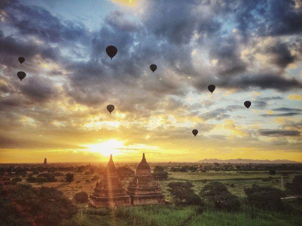 Sunrise Sunrise_sunsets_aroundworld Bagan Myanmar Pagoda Pagodas Ballons Hotairballoon Hotairballoons Balloons Over Pagodas In Bagan