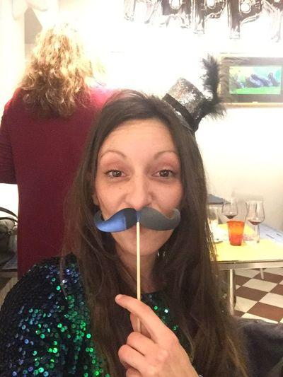 Seria ma non serissima....🤪🎉🍾🥂 BUON ANNO A TUTTI🤗😘 Crazy Woman Crazy Monent Selfie ✌ Me Happy New Year Buon Anno Looking At Camera Young Adult
