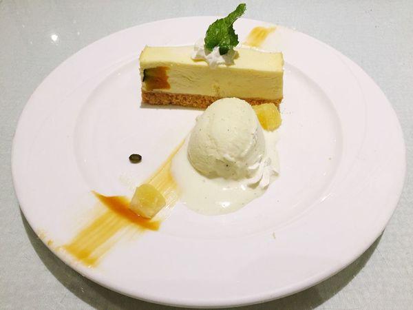 Eating Dessert 南瓜乳酪蛋糕 Pumpkin Cheese Cake