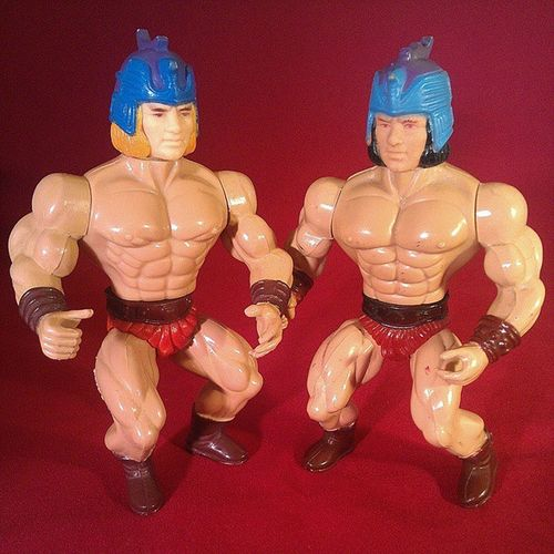 This pic reminds me of those drawings in children's activity books where you're supposed to circle and count the differences. Anyhow, on the left is Magnon from Galaxy Heroes, Galaxy Warriors and Swords and Sorcerers. On the right is Daton from Galaxy Fighters. When compared side by side, subtle differences in coloring and sculpt are noticeable; their torsos, limbs, hands, helmets, gauntlets, belts, shorts and boots all have different details in sculpt. In other words, both figures are entirely different (even though they're often mistaken for being the same figure). Unseen in the photo are the Sungold and Sewco maker's marks on Magnon's and Daton's legs, respectively. Motuknockoff Motuko Knockofftoys Sewco Sungold Bootlegactionfigures Actionfigurephotography Vintageactionfigures Acamas Galaxyfighters Galaxyheroes Galaxywarriors 80stoys Remco Actionfigures Vintagetoys Toycollection Toycommunity Toycollector Toycrewbuddies Toypics