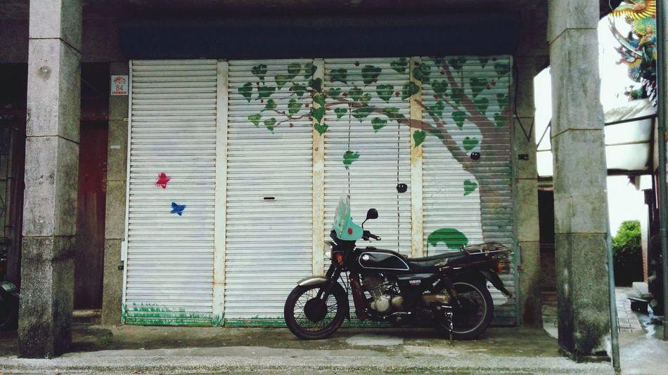 童話裡的時光魔術車 / the magic motorcycle in the fairy tale Getting Inspired Streetphotography Motorcycles Architecture