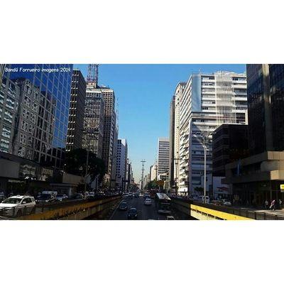 Avenida Paulista A Avenida Paulista é um dos logradouros mais importantes do município de São Paulo, a capital do estado homônimo. Fotografia Fotografiaderua SP Cidadedesaopaulo Avenidapaulista Museu Photography