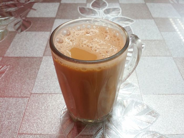 Teh Tarik Pulled Tea Breakfast Frothy Drink Drink Drinking Glass Table Coffee - Drink High Angle View Tiled Floor Close-up Food And Drink