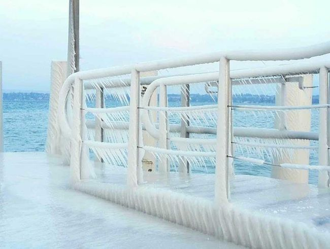 Port Versoix Glace Neige Ice Iced Cold Wind Froid Blanc Wgite Lake Lac Glace Gelė Gel Bleu Blue Water Sky Boat Glacial Ice Crystal Frozen Lake Sailing Boat Nautical Vessel Exterior