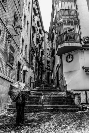 Architecture Day Paragua Umbrella Vanishing Point Punto De Vista Barcelona, Spain Street Finding New Frontiers Adapted To The City Artistic Photography Black And White Foto Creativa Artistic Photo Blanco Y Negro Foto Artistica