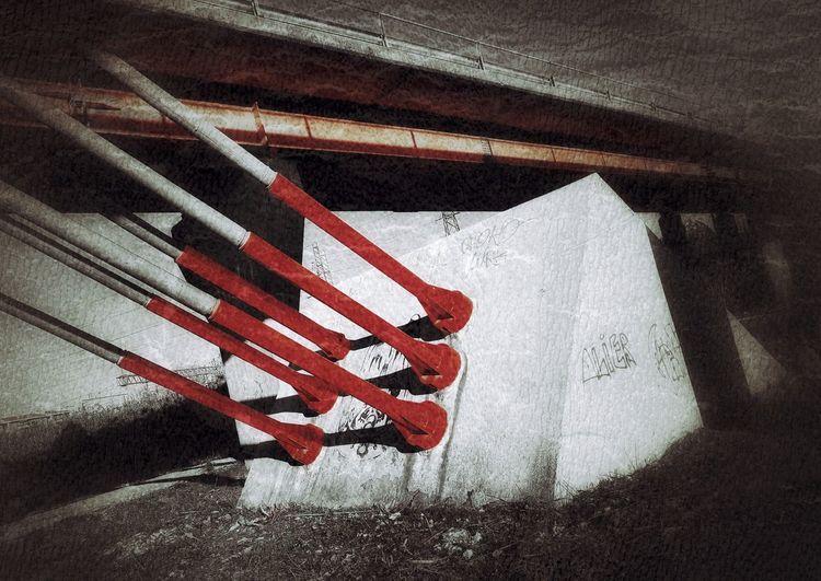 EyeEmNewHere Day No People Red Shadow My Life - Just Now Firenze Ci Siamooooooooooo Particolare Mattina Presto Morning Colori Scenics Landscape Colori Del Mattino Cold Temperature Old Buildings Old-fashioned Stralli Ponte Modern Architecture Moderno Modernism Particolari Forza  Red Color