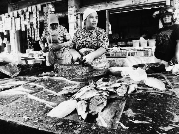Market Black & White Photography PhonePhotography EyeEm Indonesia Enjoying Life Market Marketplace Westsumatera Humaninterest Monochrome Streetphotography Bnw Streetphoto_bw Black And White Traditional Marketplace West Sumatra-indonesia