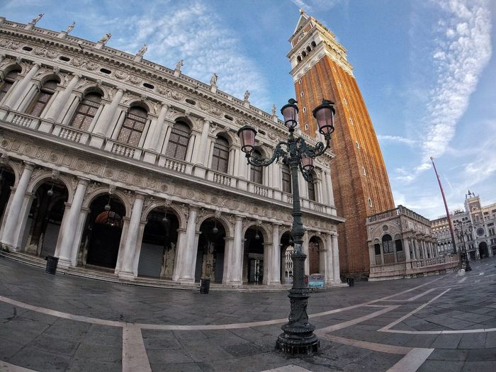 Venice Alone Venice Architecture Sky Cloud - Sky History Built Structure Building Exterior Travel Destinations Outdoors No People City Statue