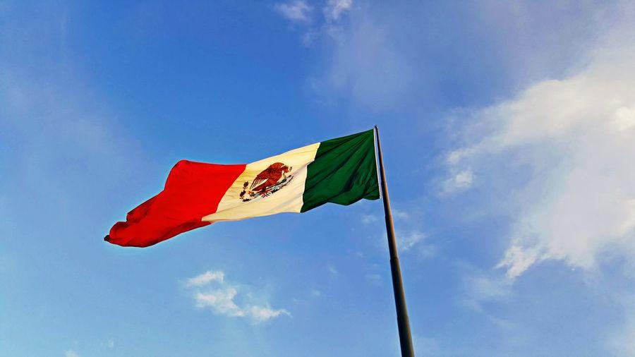 Mexico Flag Sky Mexico Una Mirada Al Mundo Mexicali Baja California Mexicolours Bandera De Mexico