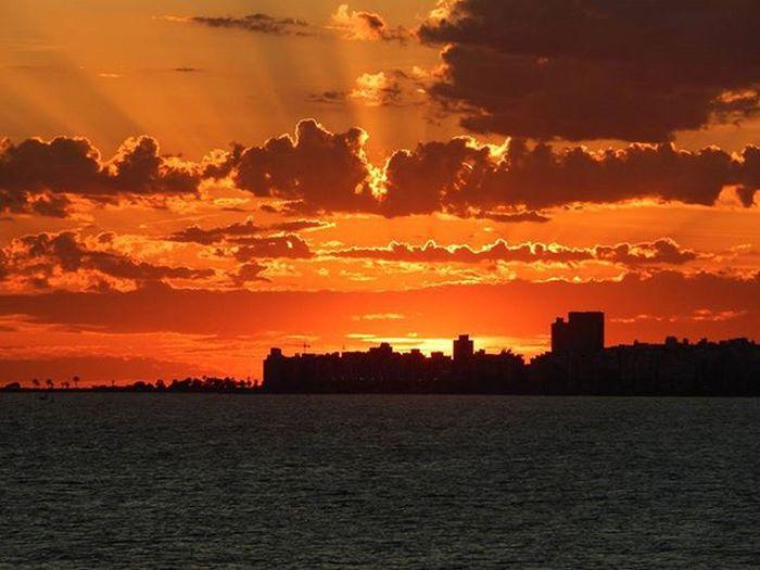Otro Montevideano en la Rambla Ramblademontevideo Montevideo Sunset Sunsetlovers Sunsetporn Sky Skyline Skyporn Sky_sultans Clouds Cloudporn Audiovisualuruguay Igersuruguay Igers_gallery Igersoftheday PuntaGorda Barriosdemdeo Picturemysky World_bestsunset