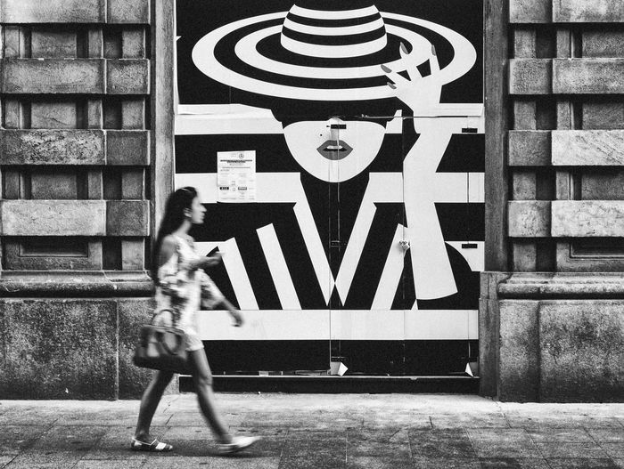 Everybody has a Secret... Milan Streetphotography Street Streetphoto_bw Blackandwhite Photography Blackandwhite Black & White Lifestyles Monochrome Photography