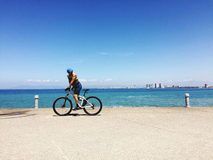 Sunny Day☀ Ocean View Biker Ocean Pacific Ocean Blue Sky Blue Sea Exercising Random People Enjoying Life Enjoying The Sun Enjoying The View