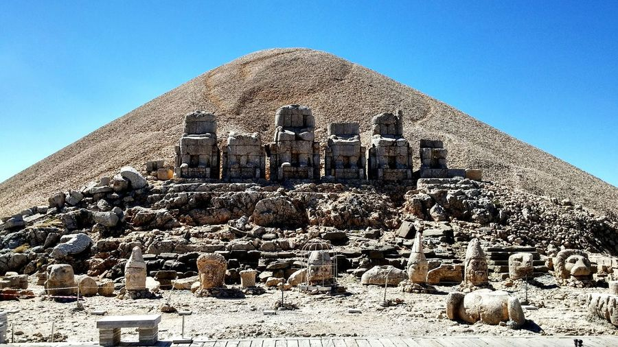 Climbing A Mountain Hanging Out Taking Photos Check This Out Tracking Mountain View Mountain Mountains History Historic Historical Building Nemrut Nemrutdağı Nemrut Mountain Nemrut Daği ı. Antiochos Ve Heracles (herkül)
