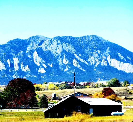 Oh what a view... Mountain Day No People Mountain Range Landscape Fall Colorado Fall Colors Outdoors Flatirons Boulder Colorado Broomfield PumpkinPatch🎃 Barn Barnaholics Barnlove Barntastic  Farm Farmlife Moto Z Play Moto Z Cameraphonephotography Cameraphonegraphy EyeEm Gallery Eyeemphotography Lost In The Landscape