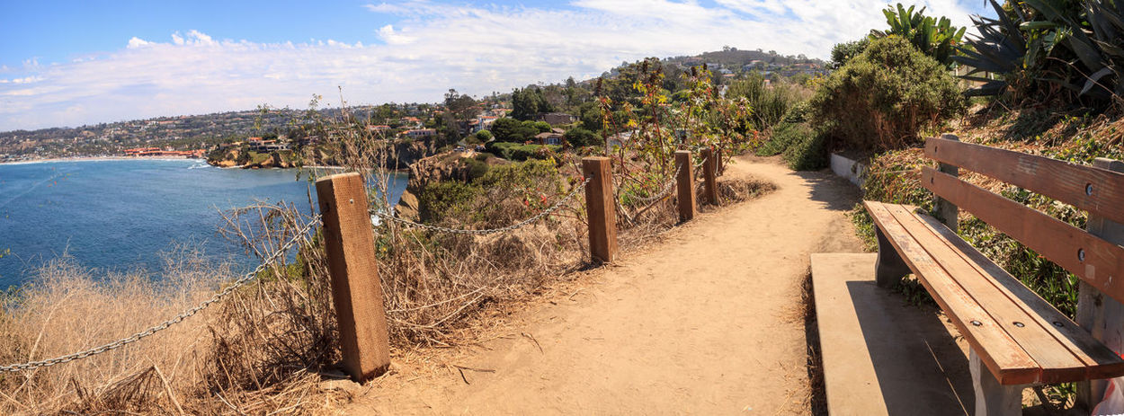 Hiking trails and benches above the coastal area of La Jolla Cove in Southern California in summer on a sunny day Bench California Coastline Hiking Nature Ocean View Panoramic Panoramic View Path Coast Coastal Hiking Trail Journey La Jolla La Jolla Cove Landscape Ocean Wilderness