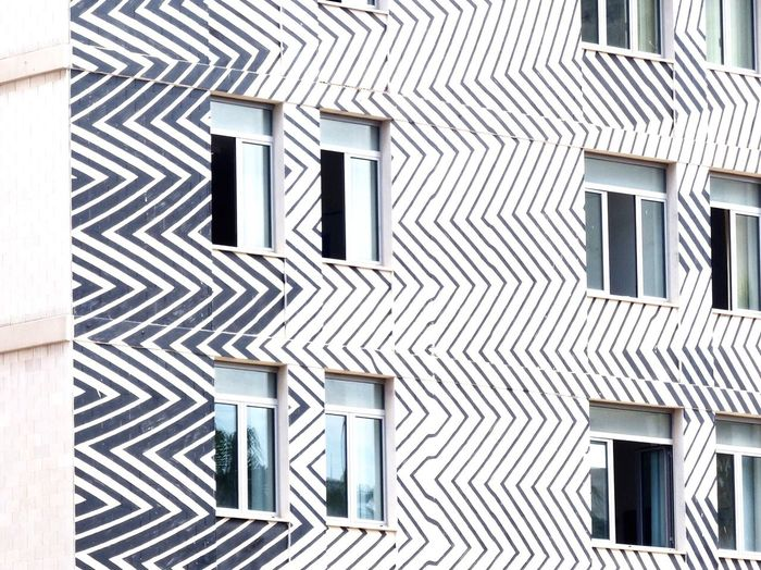 Wavey Architecture Window Built Structure Pattern Building Exterior Full Frame Outdoors Geometric Shape Architectural Feature Office Building Repetition Bari Holiday Day The Architect - 2017 EyeEm Awards
