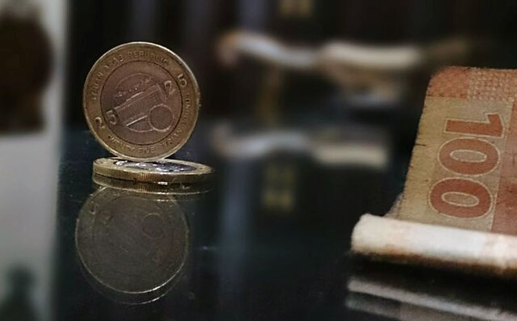 Home Indoor Blurred Background Aleppo_syria Close-up No People Coin Living Room Currency_syrian