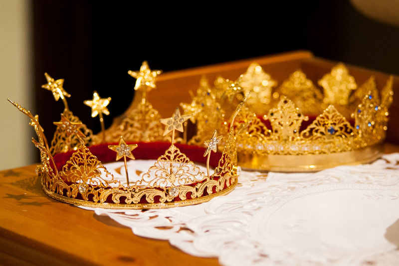 Table Gold Colored No People Luxury Gold Close-up Detail Focus On Foreground Details Red Gold Golden Color Crown Crown Jewels Jwellery