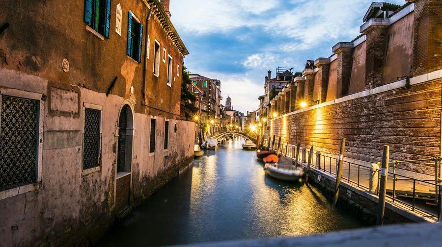 Venezia... Canal Xm1 Night