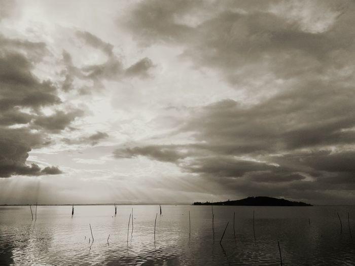 Sky on Lake Trasimeno, Umbria, Italy. Blackandwhite Black & White Eyeemfilter Biancoenero Sky Skyporn Lagotrasimeno Lake Trasimeno Cielo Sky Collection