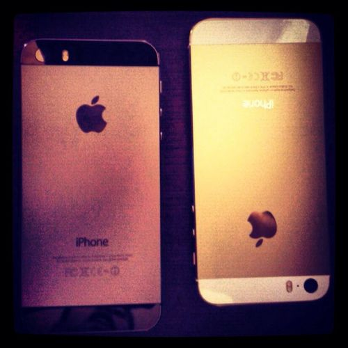 My cellphone is the black the others cellphone is of , my sista