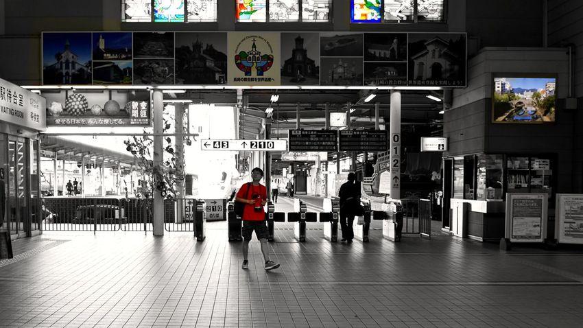 駅 - Nagasaki Station - : Starting A Trip Concourse Tourists Snapshots Of Life 35mm 16:9 Crop Colorsplash Plus