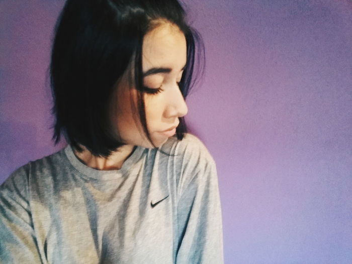 Young Adult Girl Breath Person People Young Women Nike Shirt Grey Shorthair