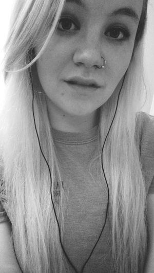Loving myself so nobody has to. 🌸✌ Looking At Camera Happiness Spring Pierced Blonde Girl Selfies Bathroom Selfie Waitresslife