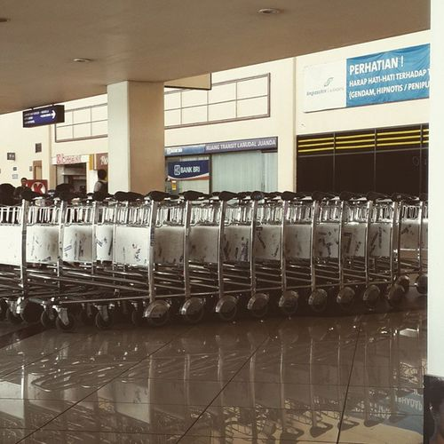Take me out... Bandara Airport Juanda Suroboyo surabaya troley