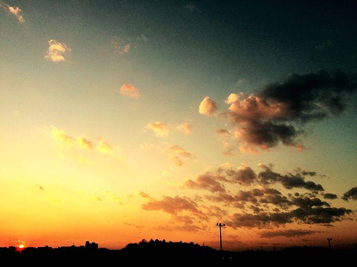 いつかの空 いつかの夕暮れ 最近1日経つのが凄い早く感じる。on EEye Em Nature LoverNNaturesSky空空cClouds And Sky