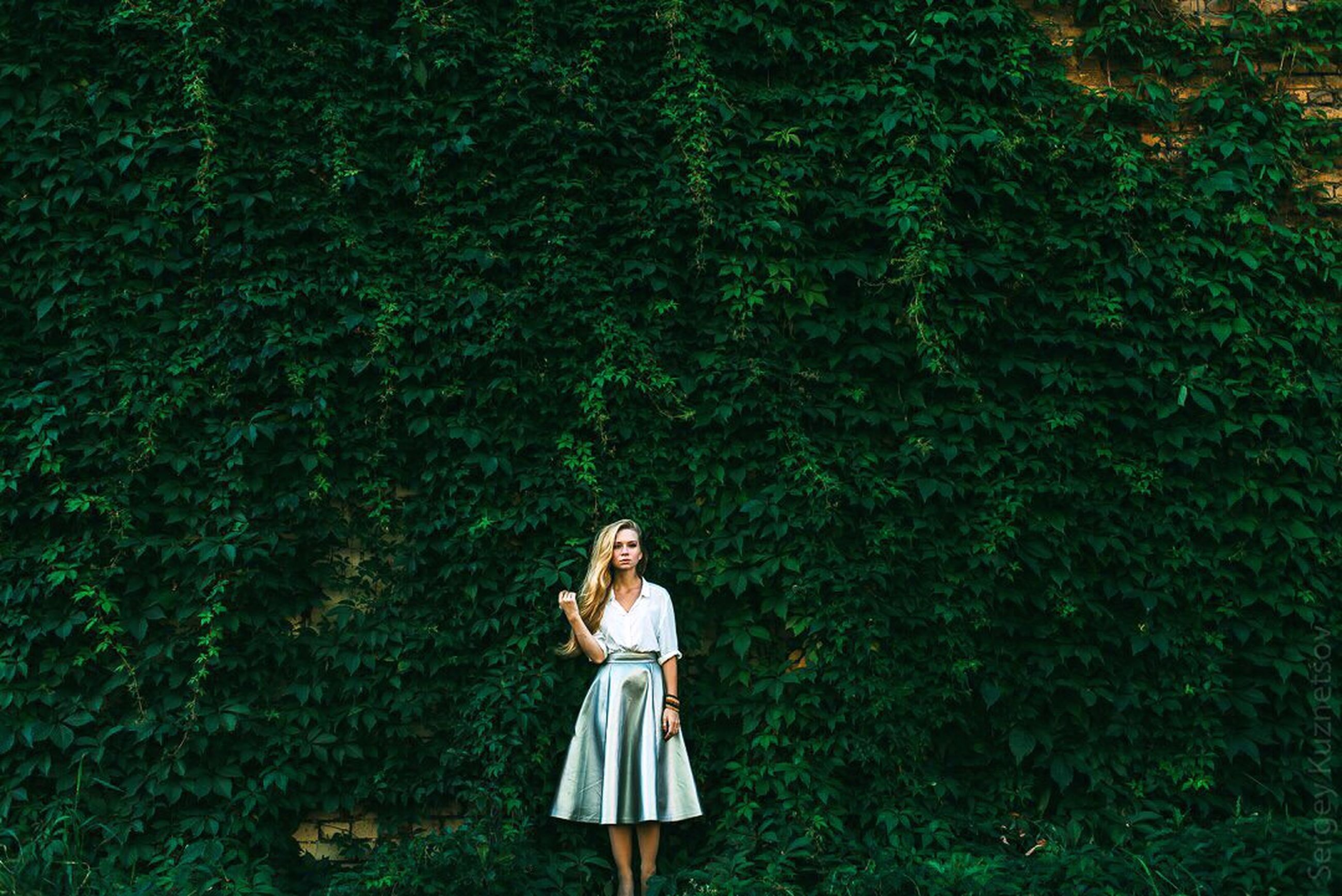 lifestyles, casual clothing, leisure activity, standing, young adult, three quarter length, waist up, full length, person, rear view, tree, grass, young women, front view, long hair, outdoors, day