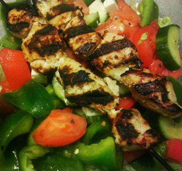 Nice plate!🍲👌Greek Salad Fresh Salad  Fresh Peppers GrilledChicken Sogood Goodeats