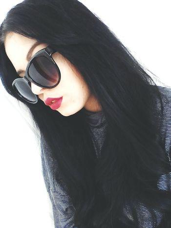 Hello World Olitangerine Polishgirl Poland Brunette Blogger Fashion Sunglasses Redlips Selfie