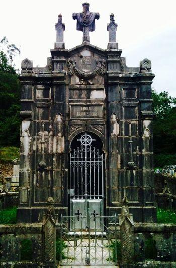 ... Nada es para siempre ???... Cementerio de San Andrés, La Cavada-Riotuerto, Cantabria, Spain Cantabria Cemetery Gothic Eye4photography