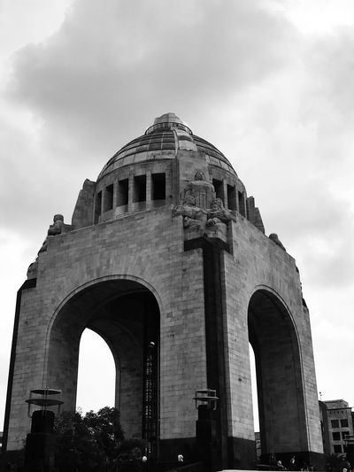 Monumento A La Revolucion Revolución Mexicana Historical Monuments Sky Cloud - Sky Arch Architecture History Built Structure The Past Day Building Exterior Travel Destinations Tourism