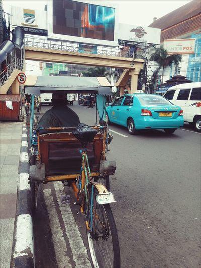 Transportation Mode Of Transport Land Vehicle Car Street Bicycle CyclingUnites Streetphotography Snap A Stranger
