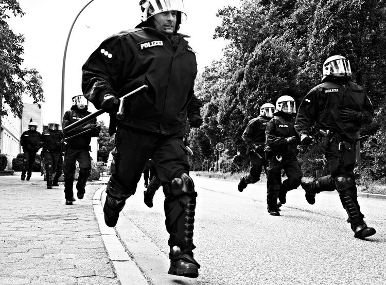 Demonstration against Nazis in Hamburg Germany. The Police blogged the road so no one was able to get clos to the Nazis. So the Antifa fought the Police. Antifa Demonstration Demonstration Einsatz Einsatzfahrzeuge Fahrzeuge Horse Links Linksrechts Nazis Pferde Police Polizei Polizeieinsatz Polizeipferd Punker Rechts Reiterstaffel Skinheads Wasserwerfer
