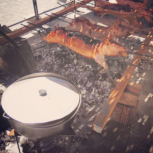 Cerdo Asado Brasa Fuego Tierno Mediaval SPAIN Fiestas SanIsidro Nice Cute Recuperando Las Fuerzas