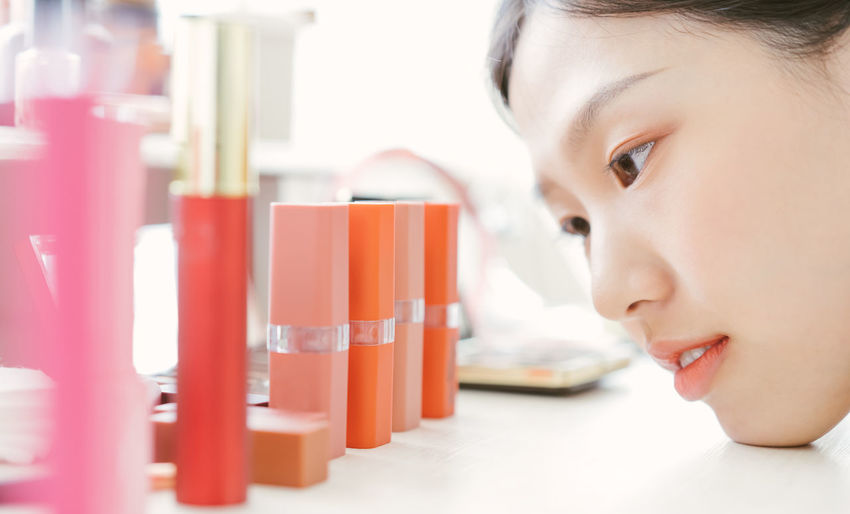 Asian woman deciding to choose lipstick Asian  Asian Girl Women Hapy Thai Ethnicity Japanese  Korean Taiwanese Smiling Cosmetics Cosmetic Beauty Beautiful Lipstick Home One Person Indoors  Portrait Headshot Childhood Child Real People Close-up Selective Focus Looking Girls Lifestyles Females Education Healthcare And Medicine Holding Looking Away Human Face Beautiful Woman Innocence Girl ASIA