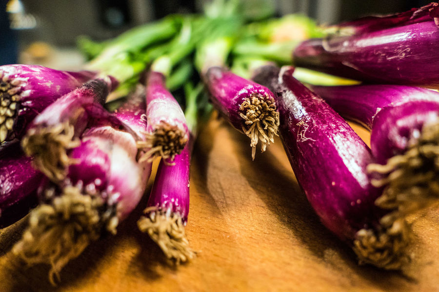 red spring onions Close Up Photography Close-up Day Food Food And Drink Foodphotography Freshness Freshness Green Color Healthy Eating Indoors  No People Onion Onions Red Red And Green Red Onions Spring Onion Spring Onions Vegetable Vegetables Veggies