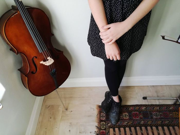 Cello One Woman Only Only Women Adults Only One Person Adult Indoors  One Young Woman Only Arts Culture And Entertainment Musician Cello Musical Instrument
