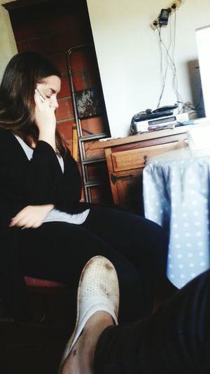 Chica Conversando