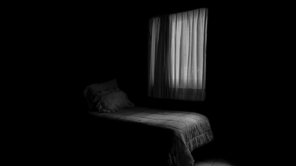 Soledad Mindfulness Lonliest Place Sad & Lonely Sad Day Sad Life Book Cover Lonley Sad Sadness Depression - Sadness Depresión Curtain Indoors  Home Interior Drapes  Bed No People Bedroom Pillow EyeEm Ready   EyeEmNewHere Bed Furniture Dark Window Comfortable Sheet Linen Pillow Copy Space