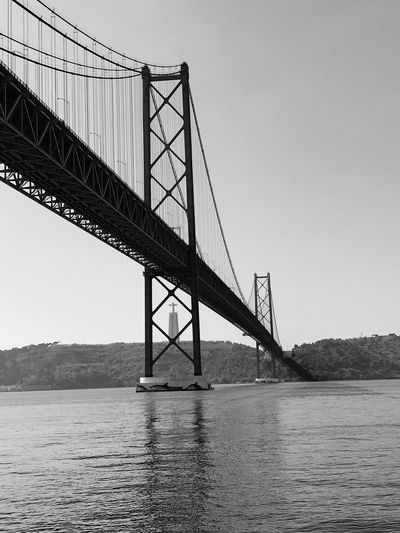 Architecturelovers Capital Cities  Skyporn History Portugal Europe Lisbonlovers Lisbon EyeEm Bnw Black And White Water Sky Bridge Built Structure Bridge - Man Made Structure Architecture Connection Waterfront Suspension Bridge Travel Destinations Low Angle View Clear Sky 17.62°